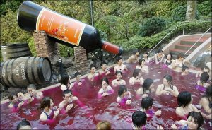 A PR stunt involving a lot of wine! (Source: taylorherring.com)